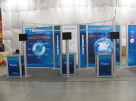 RENTAL Exhibit -- 10' x 20' Extrusion Backwall, Tension Fabric Graphics, Curved Bridged Headers, Kiosk Workstations, and Halogen Lights